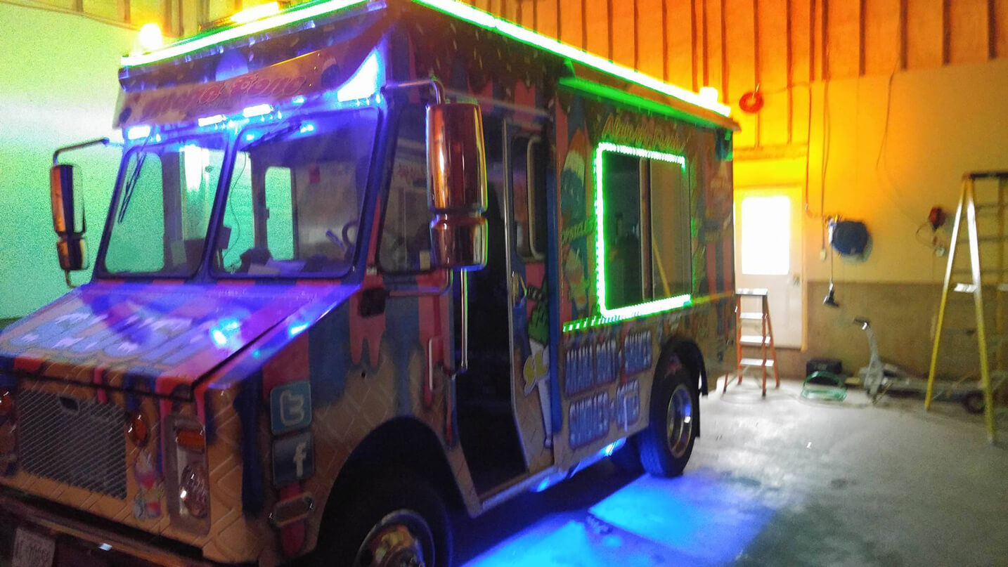 a3de0c2006 Ice Cream Truck Rentals in London Ontario - Mega Cone Creamery Inc.